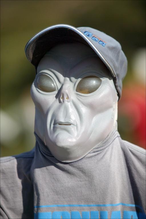 alien-worker.jpg