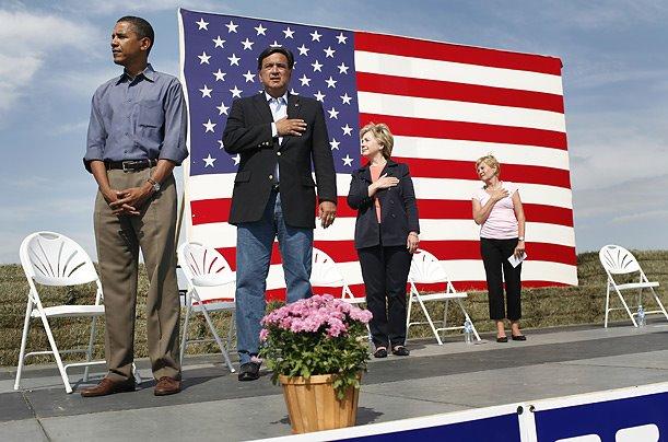 [Image: obamaflagsalute.jpg]