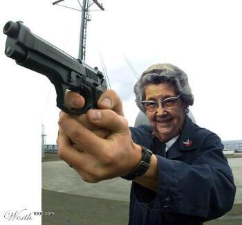 pour le plaisir des yeux - Page 12 Granny-with-gun